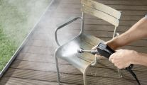 Nettoyer votre table de jardin avec un nettoyeur haute pression