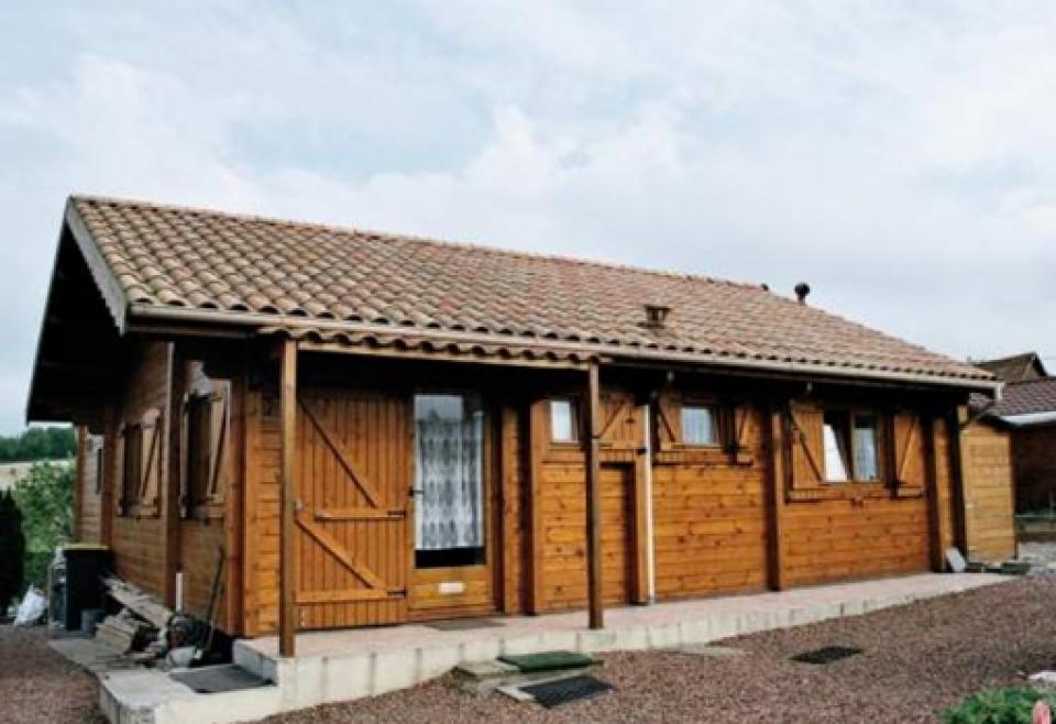 Chalet ou abri de jardin classique par mega abris for Maison bois classique