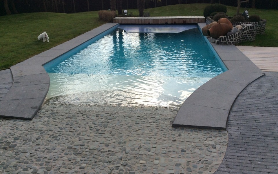 Piscine en b ton arm lasne for Piscine en beton
