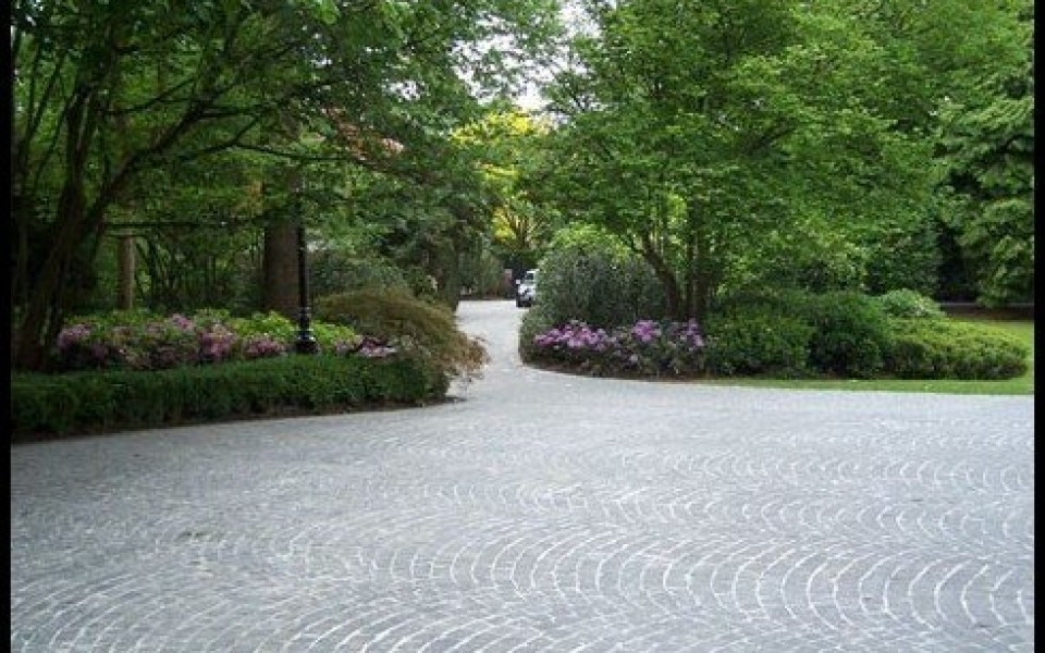 Pavage voirie dallage waterloo uccle grez doiceau for Entretien jardin woluwe