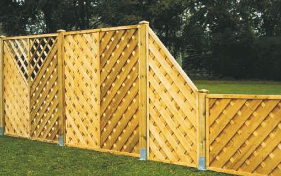 Les crans de jardin et les panneaux en bois for Sujet decoratif pour jardin