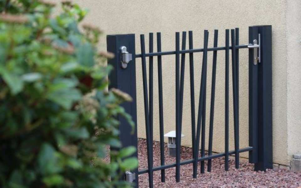 Cl ture barreaudage design creazen betafence for Cloture metallique jardin