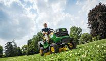 Le tracteur tondeuse X135 R de John Deere