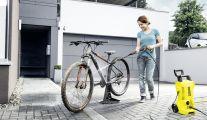 Votre allée de garage sera propre avec un nettoyeur haute pression