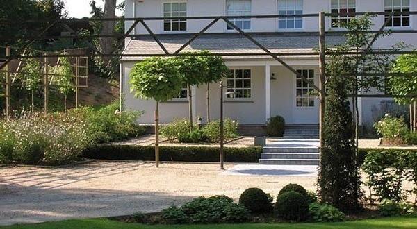 Aménagement de votre allée de jardin par Henrion Jardins